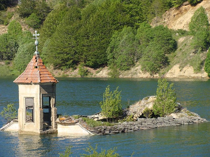 Zatopiony kościół Mavrovo Macedonia